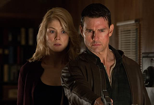 Tom Cruise and Rosamund Pike in Jack Reacher (2012)