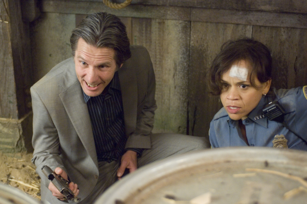 Rosie Perez and Gary Cole in Pineapple Express (2008)