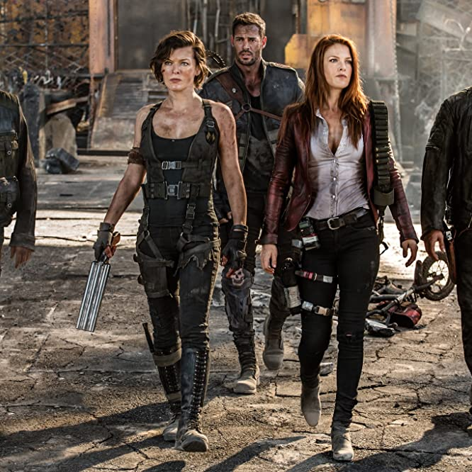 Milla Jovovich, Ali Larter, Fraser James, William Levy, and Eoin Macken in Resident Evil: The Final Chapter (2016)