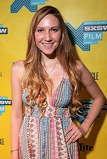Aktori Elizabeth Lestina