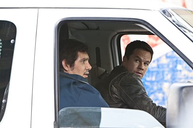 Mark Wahlberg and Lukas Haas in Contraband (2012)