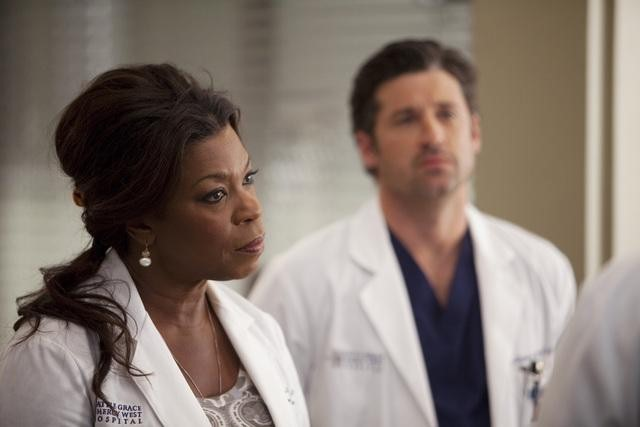 Patrick Dempsey and Lorraine Toussaint in Grey's Anatomy (2005)