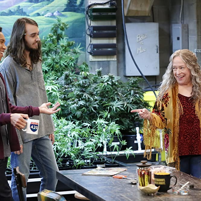 Kathy Bates, Aaron Moten, and Dougie Baldwin in Disjointed (2017)