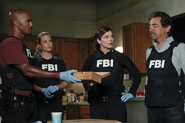 Jeanne Tripplehorn, Joe Mantegna, Shemar Moore, and A.J. Cook in Criminal Minds (2005)