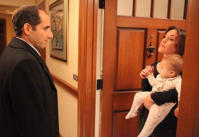 Jennifer Crystal Foley and Peter Jacobson in House M.D. (2004)