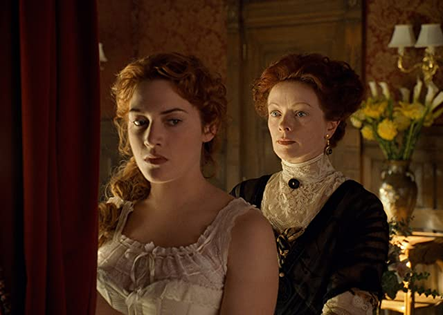 Kate Winslet and Frances Fisher in Titanic (1997)