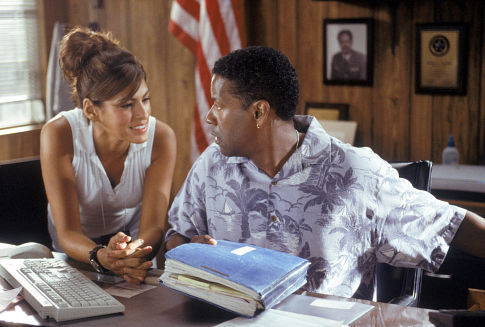 Denzel Washington and Eva Mendes in Out of Time (2003)