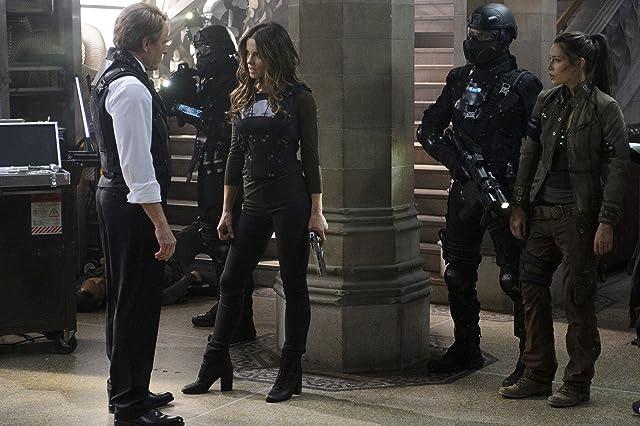 Kate Beckinsale, Jessica Biel, and Bryan Cranston in Total Recall (2012)