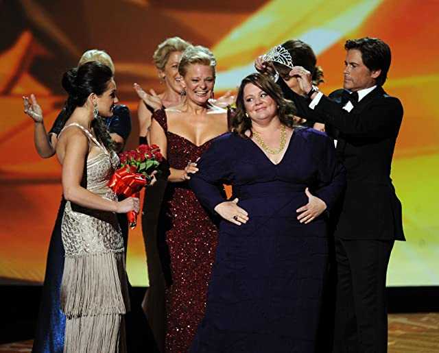 Rob Lowe, Martha Plimpton, Edie Falco, Melissa McCarthy, and Amy Poehler in The 63rd Primetime Emmy Awards (2011)