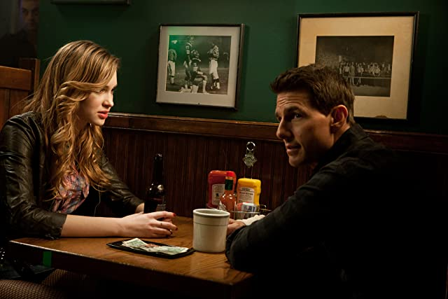 Tom Cruise and Alexia Fast in Jack Reacher (2012)