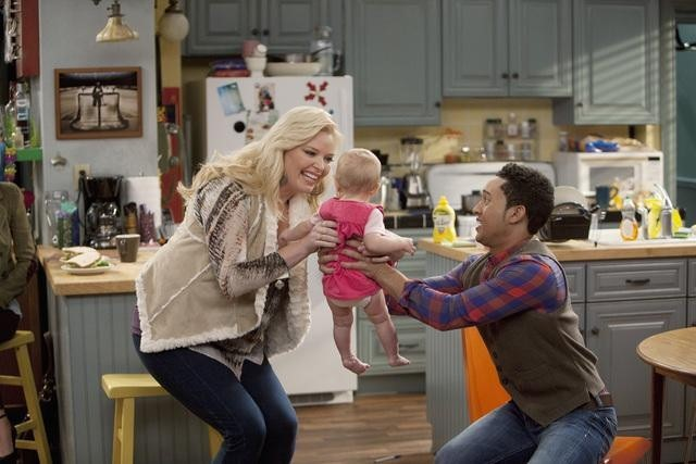 Tahj Mowry and Melissa Peterman in Baby Daddy (2012)