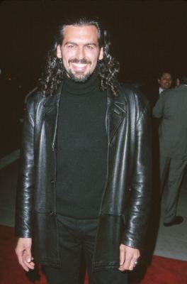 Oded Fehr at an event for High Fidelity (2000)