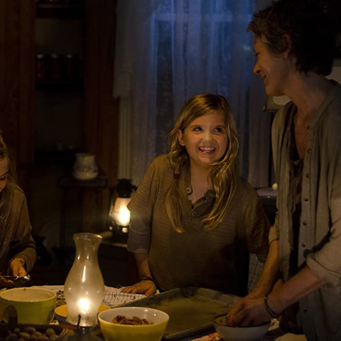 Melissa McBride, Kyla Kenedy y Brighton Sharbino en The Walking Dead (2010)