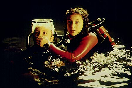 Daryl Sabara and Alexa PenaVega in Spy Kids (2001)