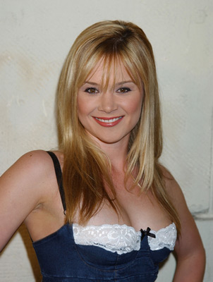 lauren woodland young and the restless