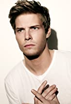 Hunter Parrish's primary photo