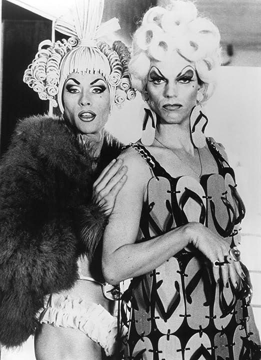 Guy Pearce and Hugo Weaving in The Adventures of Priscilla, Queen of the Desert (1994)