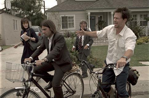 Dustin Hoffman, Mark Wahlberg, Jason Schwartzman, and Lily Tomlin in I Heart Huckabees (2004)