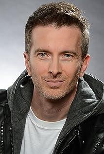 Aktori Tom McLaren