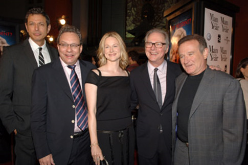 Jeff Goldblum, Robin Williams, Barry Levinson, Laura Linney, and Lewis Black at Man of the Year (2006)
