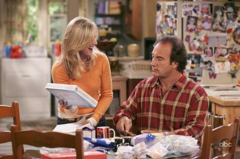 Jim Belushi and Courtney Thorne-Smith in According to Jim (2001)