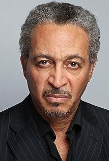 Aktori Geoffrey Burton