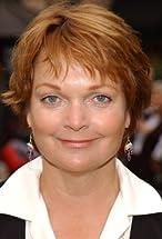 Pamela Reed's primary photo