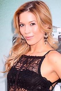 Aktori Alicia Vela-Bailey