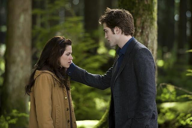 Kristen Stewart and Robert Pattinson in The Twilight Saga: New Moon (2009)