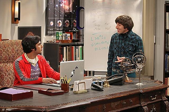 Simon Helberg and Kunal Nayyar in The Big Bang Theory (2007)