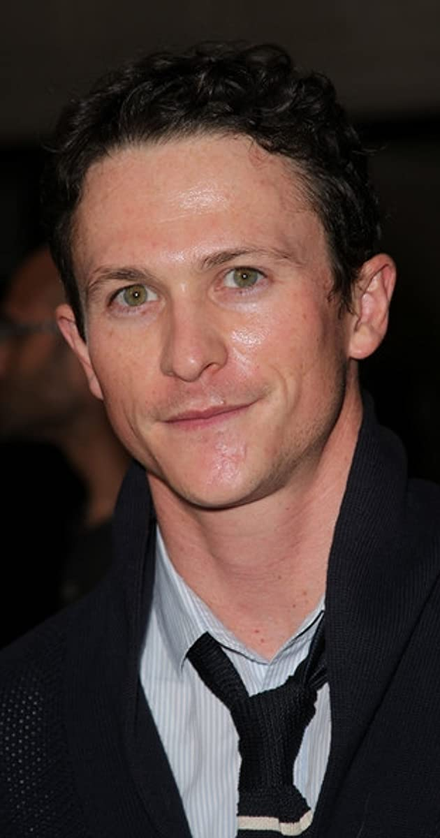 The 35-year old son of father Paul Hayes Tucker and mother Maggie Moss, 178 cm tall Jonathan Tucker in 2018 photo