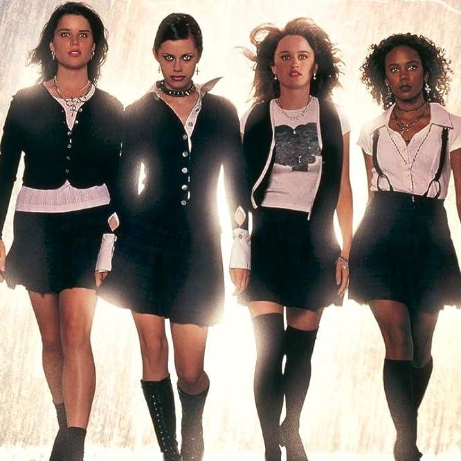 Fairuza Balk, Neve Campbell, Robin Tunney y Rachel True en The Craft (1996)