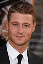 Ben McKenzie's primary photo