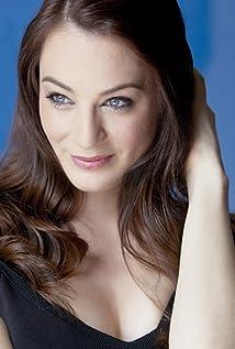 Aktori Lara Gilchrist