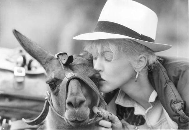 Cyndi Lauper in Vibes (1988)