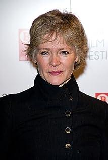 Aktori Clare Holman