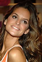 Izabel Goulart's primary photo