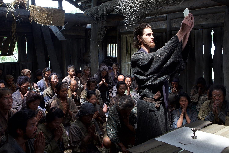 Padre Ferreira, a dar um sermão em segredo (ator Andrew Garfield)