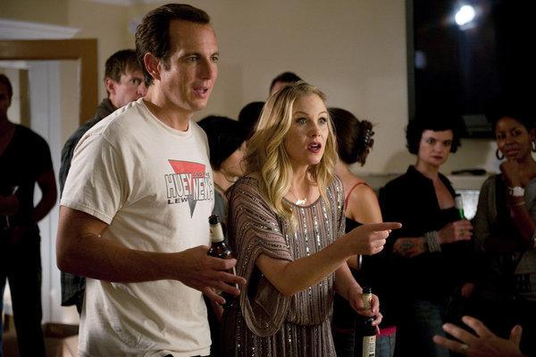 Christina Applegate and Will Arnett in Up All Night (2011)