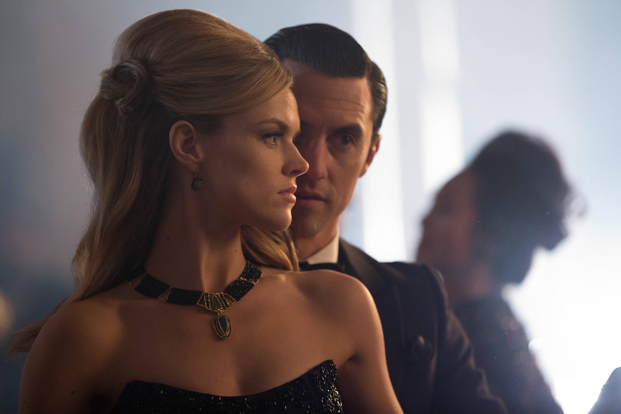 Gotham: Under the Knife   Season 1   Episode 20
