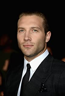 Aktori Jai Courtney