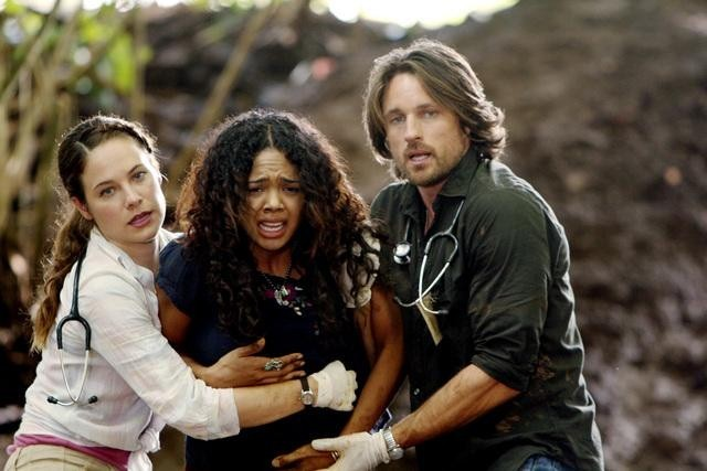 Caroline Dhavernas, Martin Henderson, and Tessa Thompson in Off the Map (2011)