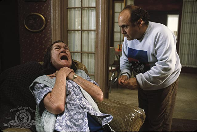 Danny DeVito and Anne Ramsey in Throw Momma from the Train (1987)