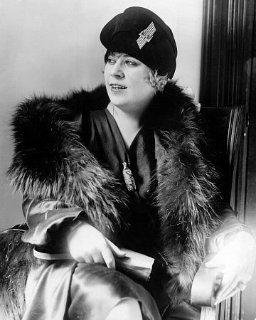 Mae West on the witness stand at her