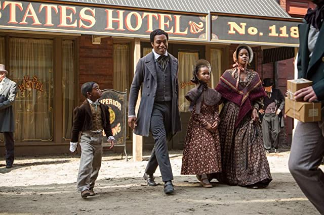 Chiwetel Ejiofor, Kelsey Scott, Quvenzhané Wallis, and Cameron Zeigler in 12 Years a Slave (2013)
