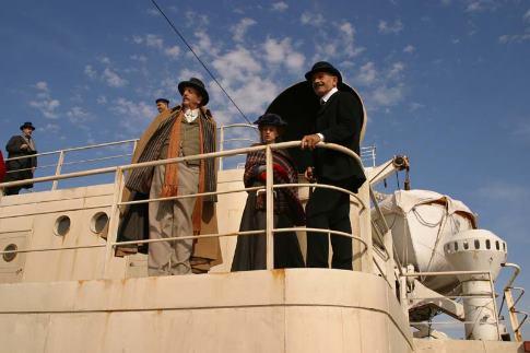 Charlotte Gainsbourg and Vincent Schiavelli in Nuovomondo (2006)