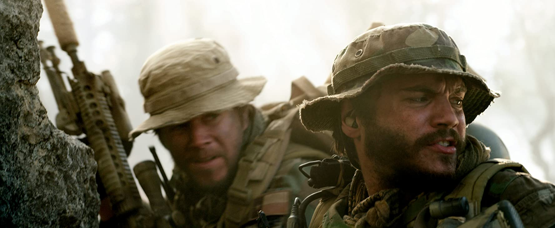 Mark Wahlberg and Emile Hirsch in Lone Survivor (2013)