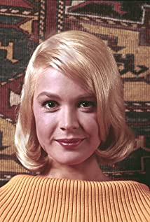sandra dee height weight