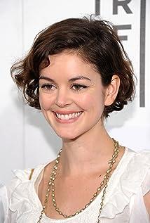 Aktori Nora Zehetner
