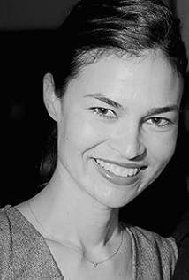 Danielle Renfrew Behrens Picture